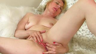 British milf Diana fingers her shaven pussy