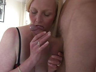 Download video bokep Amateur wife and mom cheats with young boy Mp4 terbaru