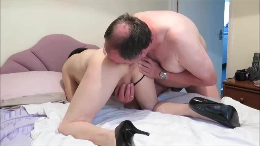 Free trannies riding cocks videos