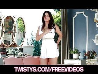 Download video bokep Twistys - Beautiful brunette Sunny Leon strips off her dress Mp4 terbaru