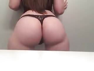 Jiggle white girl booty