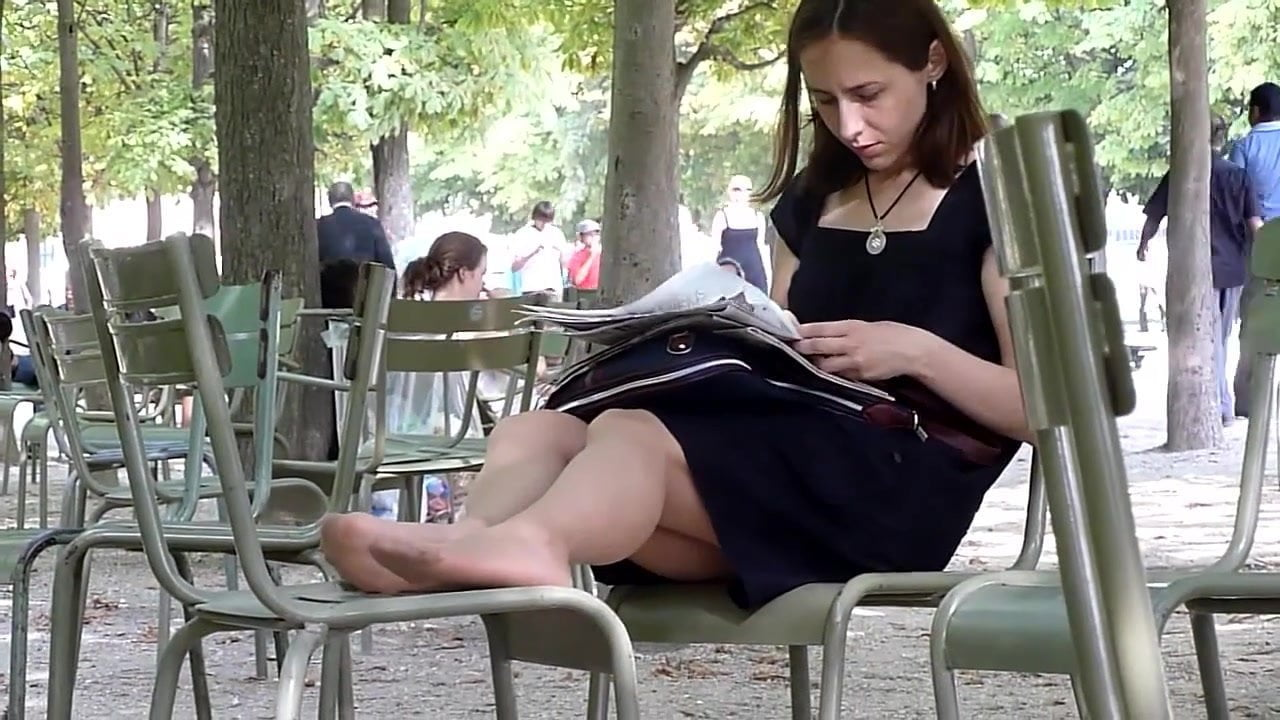 Candid Sexy Nylon Feet in Paris