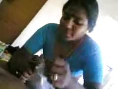 desi maid gives oral's Thumb