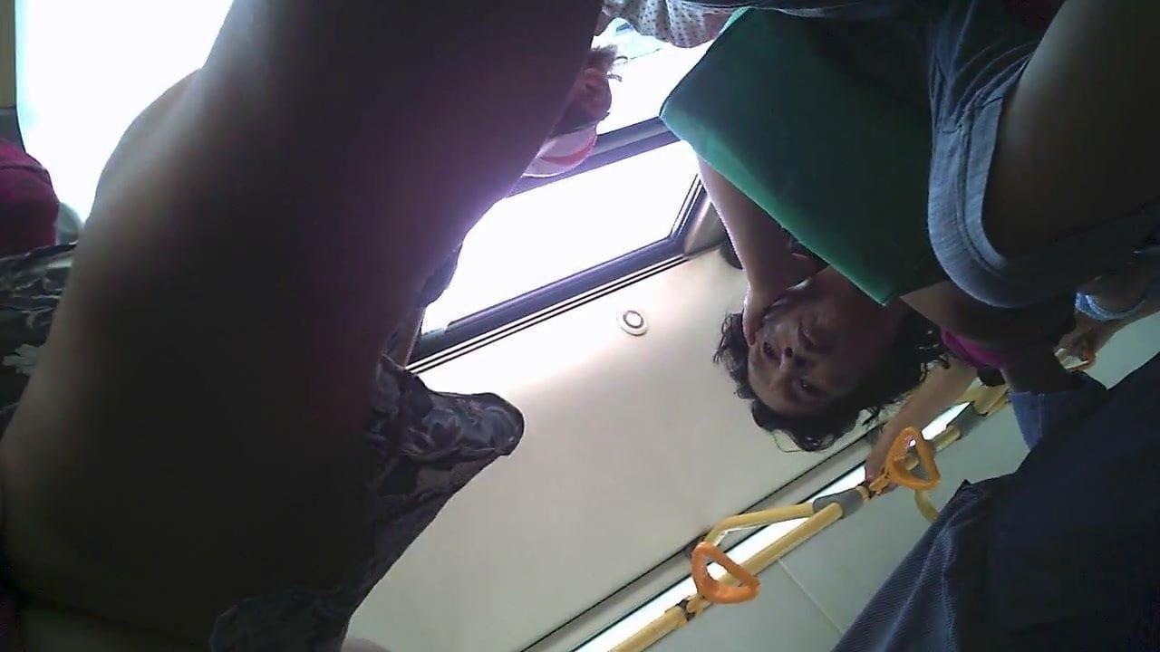 Скрытая камера в такси под юбкой занимательное