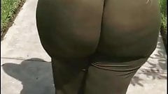 Fye Ass juicy ass jiggling and walkin