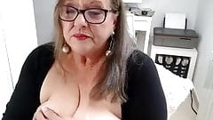 Grosse et vieille salope se branle en webcam.'s Thumb