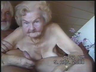 Omageil granny blowjob