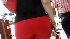Maravillosa Bunda de rojo