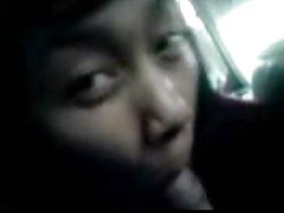 Download video bokep indonesia- lagi asik nyepong dalam mobil Mp4 terbaru