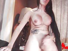 Colombian big boobs TS cumshot