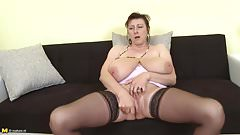 Gorgeous mom with super tits a