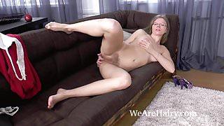 Ekaterina Ananasova strips naked after an apple