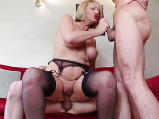 Download video bokep Hot British mom cum covered by young sons Mp4 terbaru