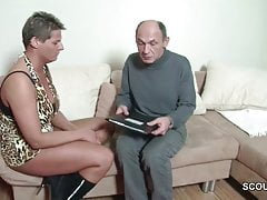 Grossvater will endlich mal wieder ficken und sie hilft ihm