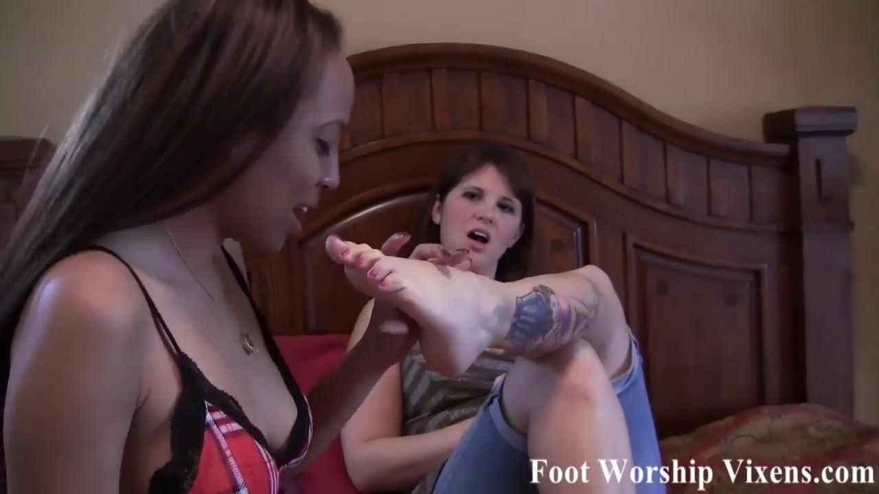 Schoolgirls worshipping each other's feet