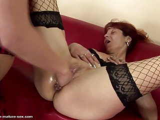Pissing and fisting fun with mature mothers
