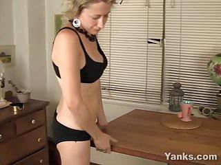Kinky Kiki Rubbing Her Pussy
