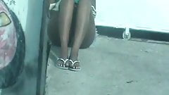 sentada de perna aberta de shortinho