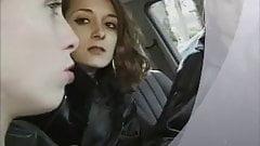 Bourgeoise agresse par blouson noir lesbienne