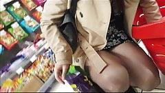 Shopper in black pantyhose