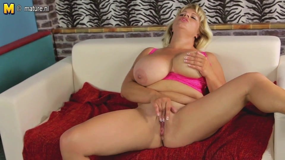Sexy mature mom with big boobs and hungry cunt