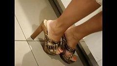 Высокие каблуки скрытой камерой # 11 бис