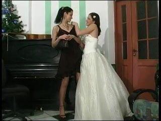 Фото невесты лесбиянки в чулках плохо