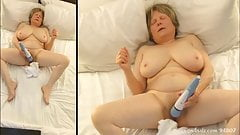Mom works herself into a masturbation frenzy
