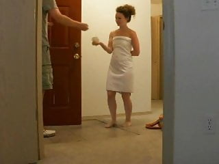 Sexy girl drop accidently her towel for the delivery guy