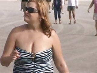 candid milf jiggly jugs at the beach 41