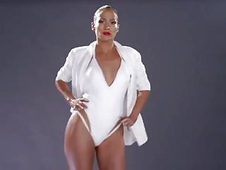 Jennifer Lopez shaking her booty