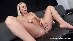 Wetandpissy - Vinna Reed peeing her hotpants