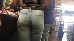 Cute Black Girl Tight Booty in Jeans