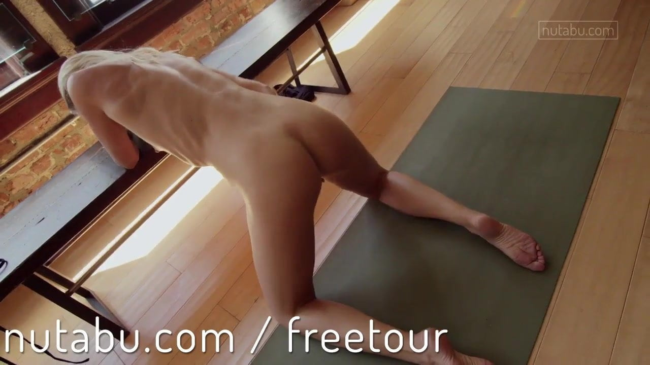 Body shaking orgasm for yoga cutie