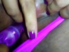 Amateur BBW Wifey Plays with Clit