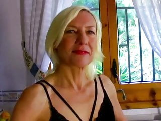 VODEU - Blonde haarige Mutter ficken auf der Terasse