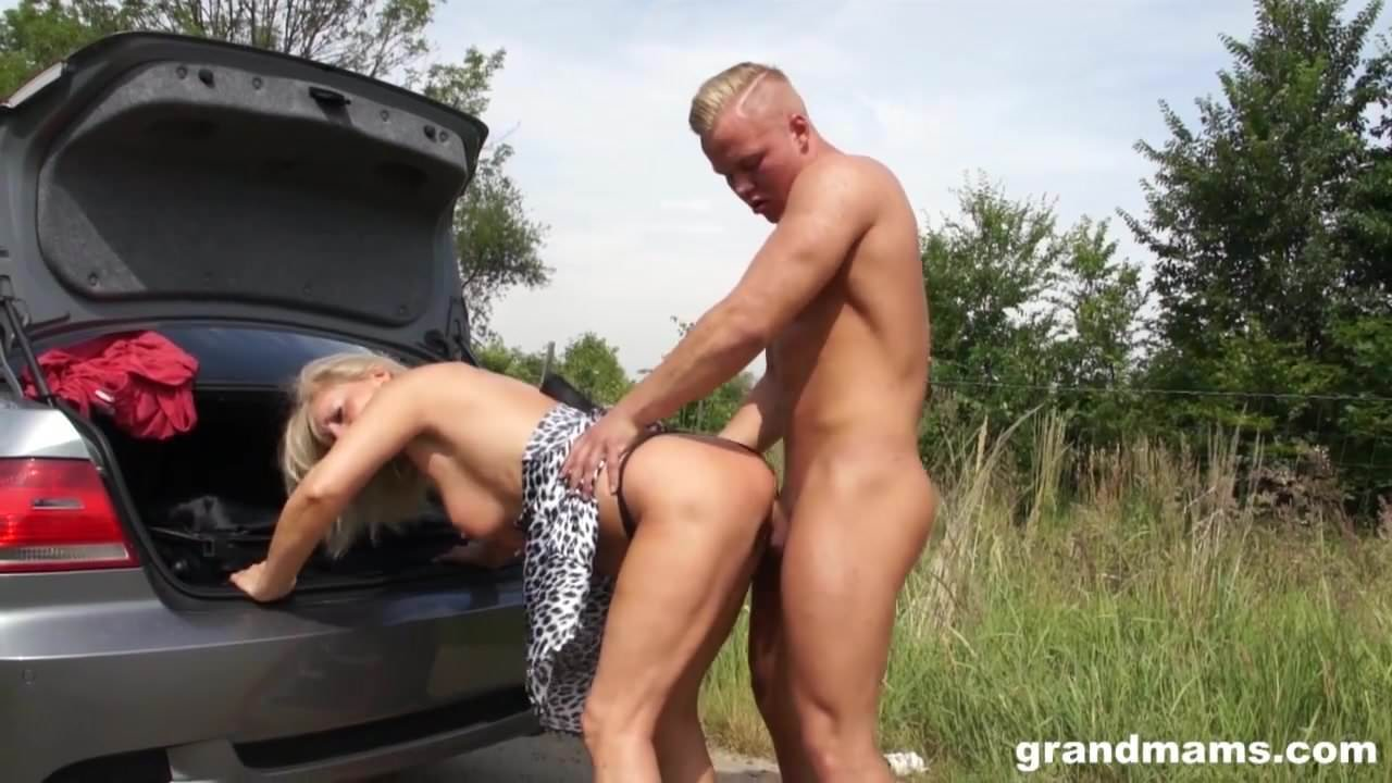 young muslim babe spreads her legs for long fat cock