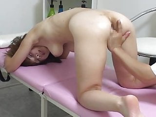 Hidden Cam i massage room, five good chicks - 1 of 2