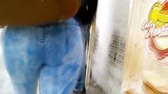 Nalgona en jeans claros