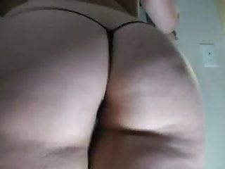 Big Booty White Girl Shakin It