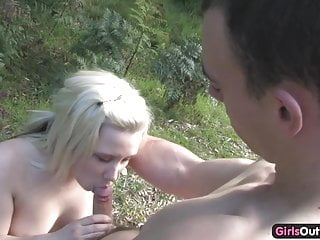 Numan pleasure - Frisky amateur blondie screams in pleasure while fucked