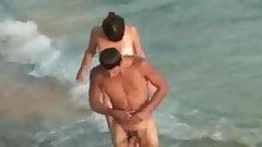 Espiando a pareja caliente en la playa privada