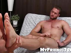 Aceera gets his feet licked, massaged and worship by kinky d