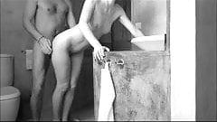 Une bonne baisse dans la salle de bain