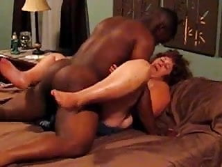 Young black fuck a mature white bbw