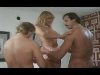 Zum Gasthof der spritzigen Madchen (1979)