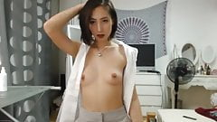Asian Princess plays on Cam