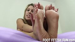 You are in love with my pretty little feet