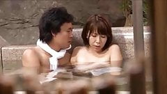 jap hot spring-wife2-onsen
