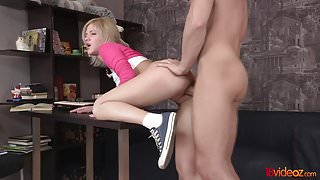 18 Videoz - Shirley Harris - Studying for the anal test